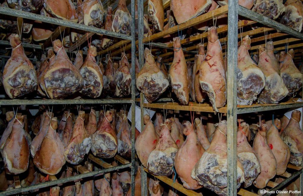 Séchoir jambon cru Salaison du Champsaur Saint Laurent du Cros Hautes Alpes Charcuterie Artisanale en ligne